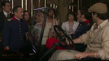 Luccino e Otávio mentem para Brandão - Eles garantem ao amigo que Mariana viajou