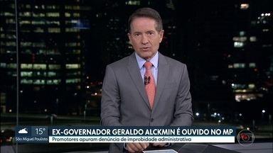 O ex-governador Geraldo Alckmin, do PSDB, foi ouvido pelo Ministério Público - Promotores apuram denúncia de improbidade administrativa. Advogado de defesa disse que o depoimento foi tranquilo e que a investigação não vai virar denúncia.