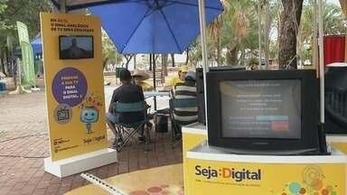 Moradores de Ilha Solteira são orientados sobre o desligamento do sinal analógico - Os moradores de Ilha Solteira (SP) receberam orientações sobre o desligamento do sinal analógico, nesta quarta-feira (15).