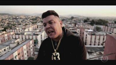 Polícia investiga a morte do cantor de funk MC G3 - A polícia investiga a morte do cantor de funk, conhecido como MC G3, em Duque de Caxias, na Baixada Fluminense. O crime foi combinado por mensagens de áudio no celular.