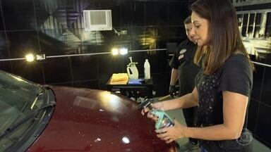 É possível lavar carro com meio litro de água - Programa mostra os detalhes da lavagem a seco do carro.