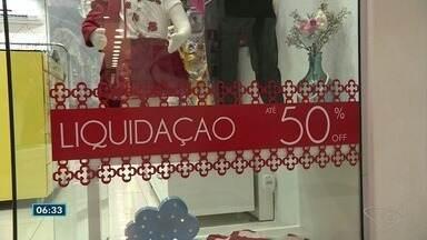 Quase metade dos brasileiros entre 25 e 29 anos estão endividados, diz pesquisa - Veja exemplos no Sul do estado.