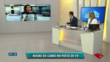 Dupla assalta posto de combustíveis e rouba carro, em Vila Velha, ES - Segundo a polícia, dois criminosos foram assaltar o posto, quando uma senhora chegou para abastecer o veículo. Ela foi rendida e teve o carro roubado.