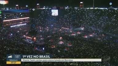 Pela 1ª vez no Brasil, Shania Twain se apresenta na Festa do Peão de Barretos - Cantora canadense arrastou multidão ao Parque do Peão neste sábado (18).