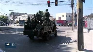 Forças Armadas fazem operações nos Complexos do Alemão, Penha e Maré - As forças de segurança cercaram as comunidades para tirar barricadas, apurar denúncias sobre o tráfico e cumprir mandados judiciais, O Comando Militar do Leste confirmou que cinco pessoas morreram na Vila Cruzeiro.