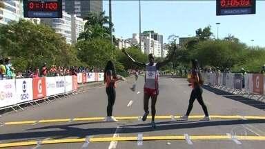 Quenianos dominam a Meia Maratona do Rio e vencem as provas feminina e masculina - Quenianos dominam a Meia Maratona do Rio e vencem as provas feminina e masculina