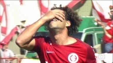 São Paulo e Internacional vencem e lideram o Brasileirão - São Paulo e Internacional vencem e lideram o Brasileirão