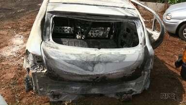 Corpo carbonizado é encontrado dentro de veículo em Céu Azul - O crime foi na noite de sábado, próximo a BR-277.