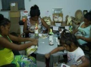 Índios venezuelanos abrigados em Belém começaram a fazer hoje cursos de capacitação - São atividades voltadas para o artesanato que representam um recomeço na vida dos imigrantes.