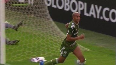 Palmeiras vence o Vitória e completa sete jogos sem levar gol - Palmeiras vence o Vitória e completa sete jogos sem levar gol