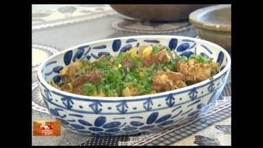 'Pelas Cozinhas de Minas': aprenda a preparar costelinha de porco com mamão verde - Receita parece inusitada, mas faz sucesso com quem experimenta.
