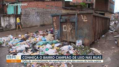 Moradores reclamam de lixo espalhado nas ruas do bairro do Uruguai - Comunidade afirma que o problema é causado por quem vive no local.