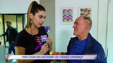 Vivian Amorim mostra os bastidores do 'Criança Esperança' - Apresentadora conversa com os artistas que participaram do mesão e do show