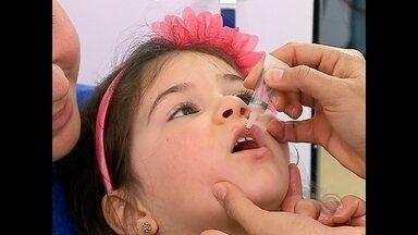 Crianças com menos de 5 anos são vacinadas contra sarampo e poliomielite em Santa Maria - E só no Dia D foram aplicadas 6,5 mil doses das vacinas.