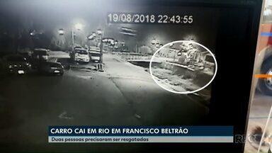 Carro cai dentro de rio em Francisco Beltrão - Três pessoas estavam no veículo na hora do acidente.