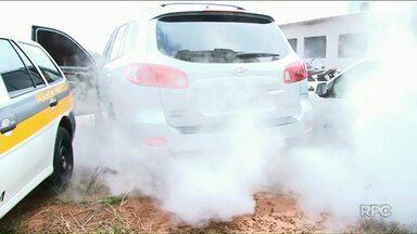 Carro com dispositivo de fumaça para despistar polícia é apreendido em Cianorte - Na casa do possível dono do veículo, a polícia ainda apreendeu R$ 41 mil em dinheiro.