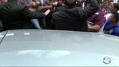 Confusão é registrada durante ato da OAB em Caruaru - Advogados estavam protestando contra atitudes de policiais durante a prisão ao advogado Sávio Delano.