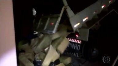 Polícia apreende quase quatro toneladas de maconha ao identificar erro de português - Erro foi encontrado na nota fiscal da carga. O motorista foi preso em flagrante.
