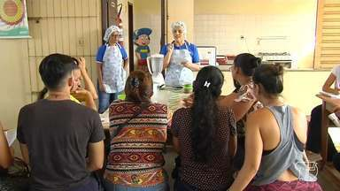 Especialistas orientam como manter uma alimentação saudável no ambiente de trabalho - Saúde e trabalho estão unidos e se influenciam mutuamente.