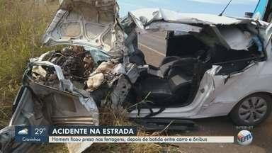 Colisão entre ônibus e carro deixa feridos em Altinópolis, SP - Acidente aconteceu durante ultrapassagem na Rodovia Altino Arantes.