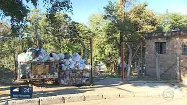 Parque Chico Mendes em Betim está abandonado e acumula mato alto e lixo - Local poderia ser uma área de lazer, mas virou depósito de entulho na cidade da Grande BH.