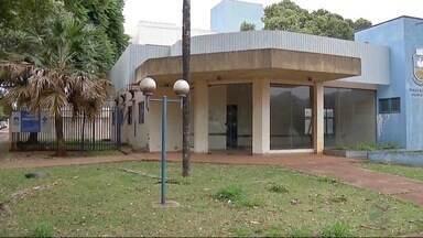 Prédio que abrigou centro homeopático de Dourados está abandonado - Local havia sido fechado para reformas.