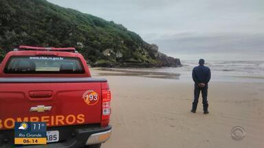 Corpo de pescador desaparecido em Torres é encontrado em Santa Catarina - Segundo Corpo de Bombeiros, local onde o homem desapareceu é impróprio para pesca.