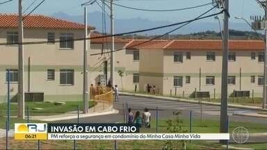 Condomínio do Minha Casa Minha Vida em Cabo Frio é invadido - Polícia Militar reforça o patrulhamento no local.