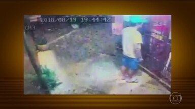 Polícia paraguaia divulga imagens que ajudaram a prender suspeito de ter matado brasileira - Érika de Lima Corte foi morta a facadas em Pedro Juan Caballero. Câmera de segurança registrou o principal suspeito, Christopher Irala, numa loja. A prisão dele foi convertida em preventiva, sem prazo determinado.