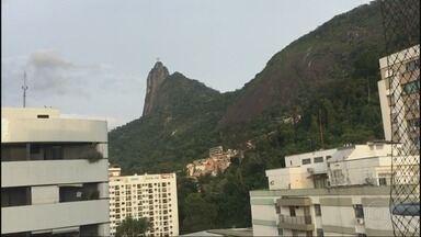 RJ1 - Íntegra 25/08/2018 - O telejornal, apresentado por Mariana Gross, exibe as principais notícias do Rio, com prestação de serviço e previsão do tempo.