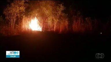 Moradores registram incêndios em três quadras de Palmas - Moradores registram incêndios em três quadras de Palmas