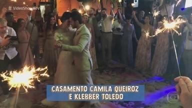 Veja os bastidores do casamento de Klebber Toledo e Camila Queiroz - Matheus Mazzafera conversa com os convidados, flagra o relaxamento do noivo no dia e mostra tudo o que rolou na cerimônia que aconteceu em Jericoacoara, no Ceará