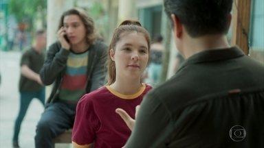 Todos se preparam para a viagem a Barreirinhas - Paulo faz recomendações para Flora e Tito. Márcio planeja ficar com Flora na barraca emprestada por Rafael