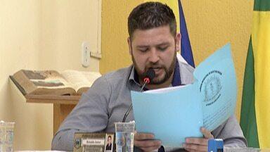 Comissão da Câmara de Biritiba vai avaliar pedido de afastamento do prefeito - Ele foi flagrado entregando maços de dinheiro para três vereadores.