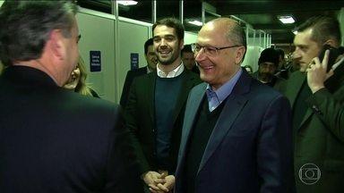 Candidato do PSDB, Geraldo Alckmin, faz campanha em Rio Grande do Sul - Jornal Nacional mostra como foram as atividades de campanha de candidatos à presidência nesta terça (28).