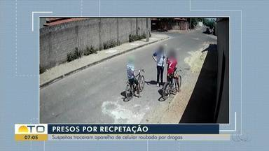 Ladrões armados abordam jovens na rua e roubam celulares; veja vídeo - Ladrões armados abordam jovens na rua e roubam celulares; veja vídeo