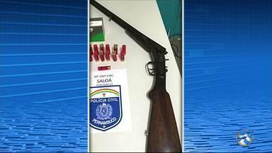Polícia Civil realiza operação em Saloá - Ação é para apurar denúncias de posse ilegal de arma e comércio ilegal de aves.