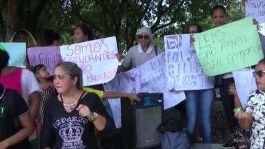 Universitários protestam após cancelamento de cinco rotas oferecidas pela prefeitura - Grupo é de Iranduba, mas estuda em Manaus.