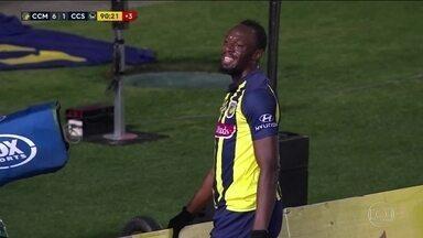 Usain Bolt estreia como jogador de futebol, mas falta velocidade para marcar - Usain Bolt estreia como jogador de futebol, mas falta velocidade para marcar