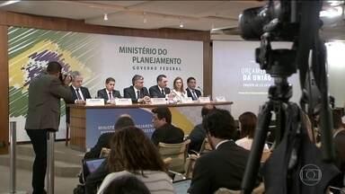 Governo entrega ao Congresso Nacional proposta de orçamento para 2019 - Proposta não incluiu reajuste dos servidores. Salário mínimo vai para R$ 1.006,00.