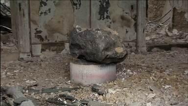 Meteorito resiste ao incêndio no Museu Nacional - Ainda não há um levantamento do que foi perdido no incêndio do Museu Nacional. A prioridade é avaliar a estrutura do prédio. Segundo o Corpo de Bombeiros, ainda há risco de desabamento.