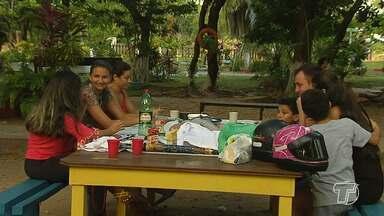 Famílias e amigos se reúnem no Parque da Cidade para momentos de lazer e descontração - Espaço no meio da cidade é um dos mais movimentados no fim de semana.