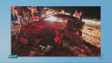 Carro capota e três pessoas ficam gravemente feridas - Carro capota e três pessoas ficam gravemente feridas