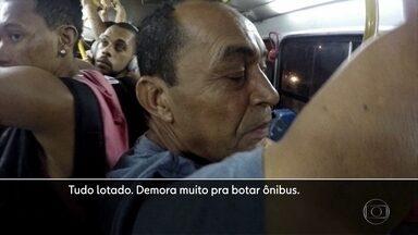Passageiros de ônibus enfrentam dificuldades para circular pelo Grande Recife - Coletivos cheios e falta de segurança são alguns problemas