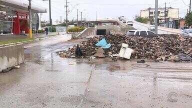 Conclusão de obra da Copa do Mundo de 2014 é adiada novamente. - Trincheira da avenida Ceará obriga motoristas a fazerem desvios.