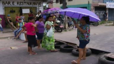Moradores do bairro do 40h interditam avenida Independência, em Ananindeua - Eles cobra as obras de saneamento básico no bairro prometidas pela Prefeitura