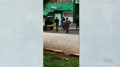Dois homens são presos após tentativa de roubo a agência de cooperativa de crédito - Clientes e funcionários foram feitos reféns por um dos criminosos nesta segunda-feira (3) em Porecatu.