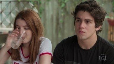Alex acredita ter sido enganado por Maria Alice - Garoto e Tito contam que conversaram com Rei e o cantor revelou que os dois foram namorados no passado