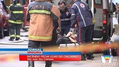 Loja de departamentos pega fogo no calçadão de São José - Nenhum funcionário se machucou, mas segundo andar -- onde também ficava o estoque -- ficou destruído.