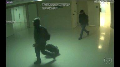 Câmeras de segurança registraram ação da quadrilha que invadiu a Arena Corinthians - A polícia analisa as imagens de câmeras de segurança para identificar os ladrões que invadiram a Arena Corinthians, depois da partida de sábado (1) à noite.